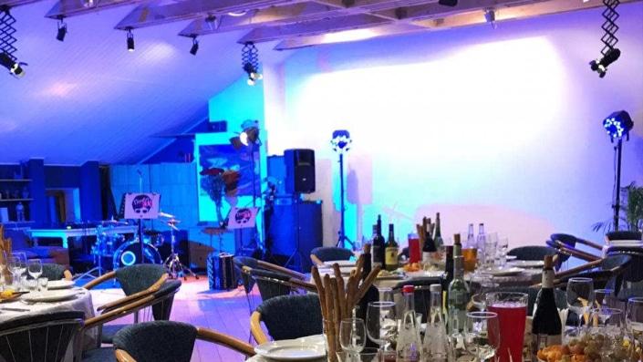 Банкет в Орле - отдельный зал с живой музыкой в лофте кафе 3 Этаж