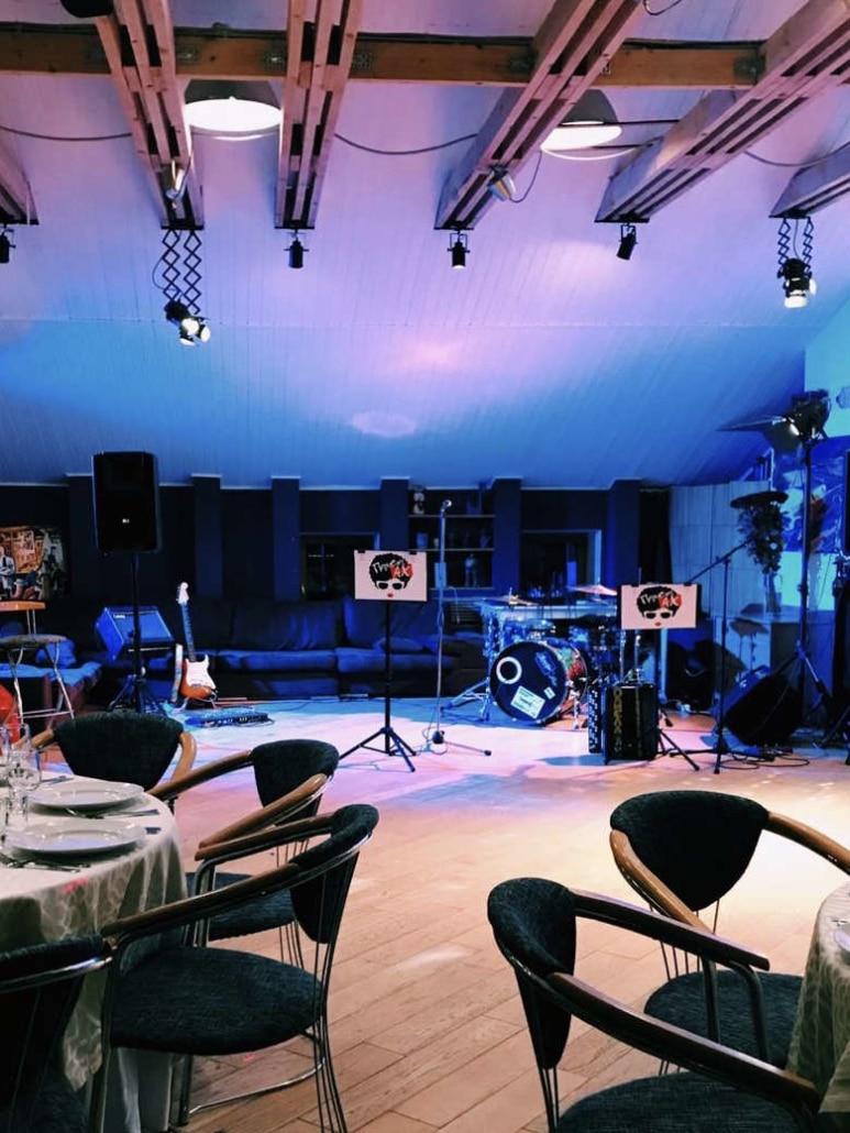 Банкетный зал ресторана Лабиринт в Орле - живая музыка